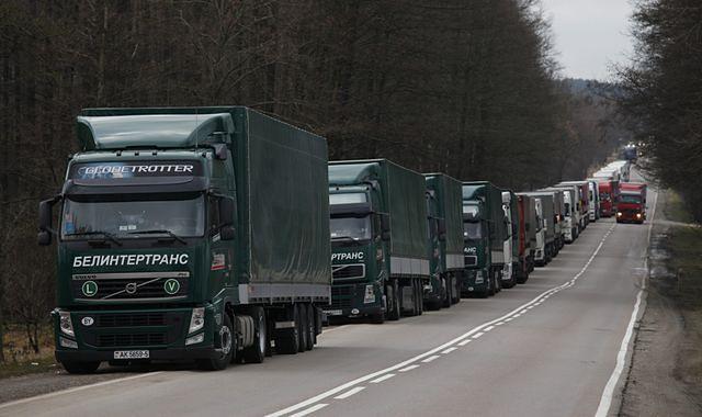Wielokilometrowe kolejki na przejściach z Białorusią
