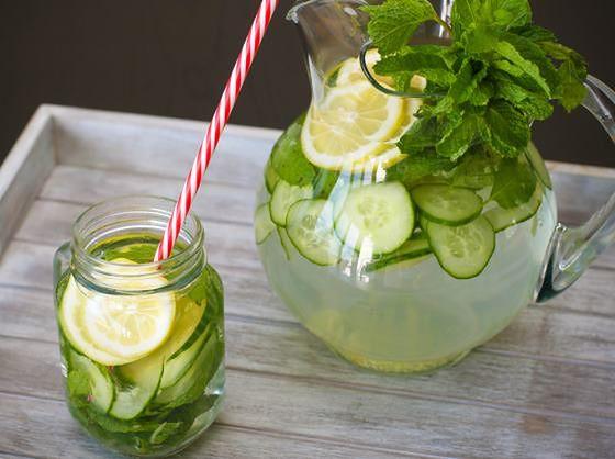 napój z ogórkiem i cytryną
