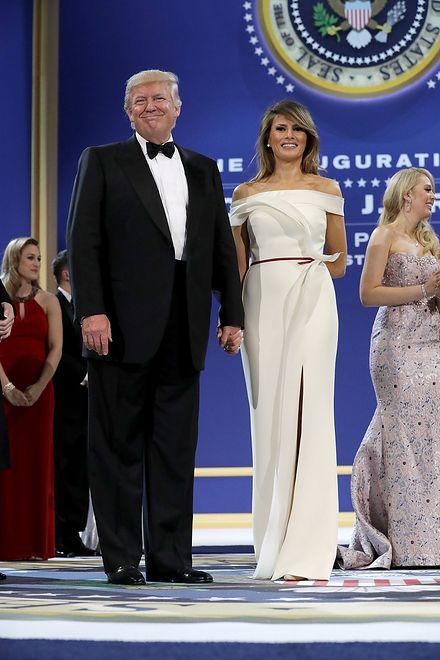 Melania Trump w sukni Hervé'a Pierre'a