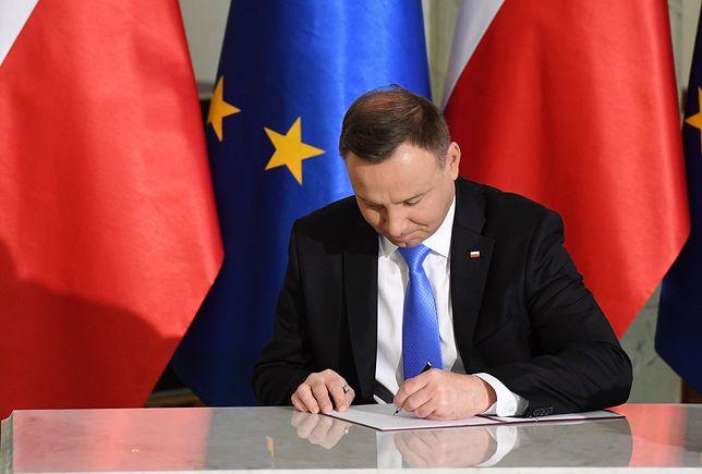 """Andrzej Duda podpisał ustawę obniżającą pensje posłom. Teraz """"będzie skromniej"""""""