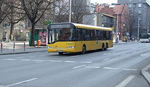 Policjanci pomogli zagubionej 7-latce. Jechała boso autobusem z Katowic do Tychów