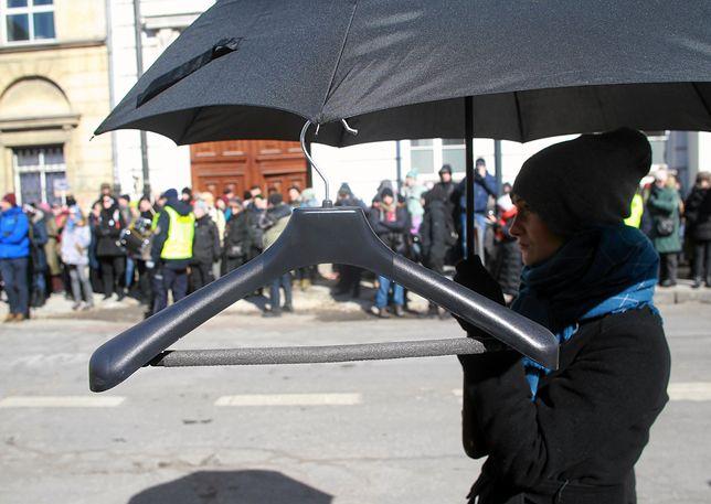 Przepychanki z policją. Protest przeciw zaostrzeniu ustawy antyaborcyjnej