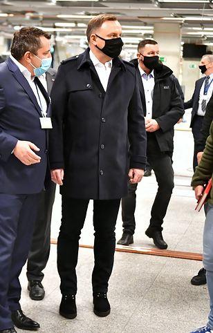 Koronawirus w Polsce. Zakażony prezydent Andrzej Duda na Stadionie Narodowym. Wiceminister komentuje