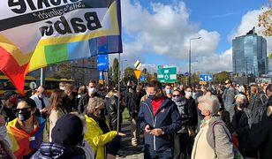 Protest przy Nowogrodzkiej w Warszawie.