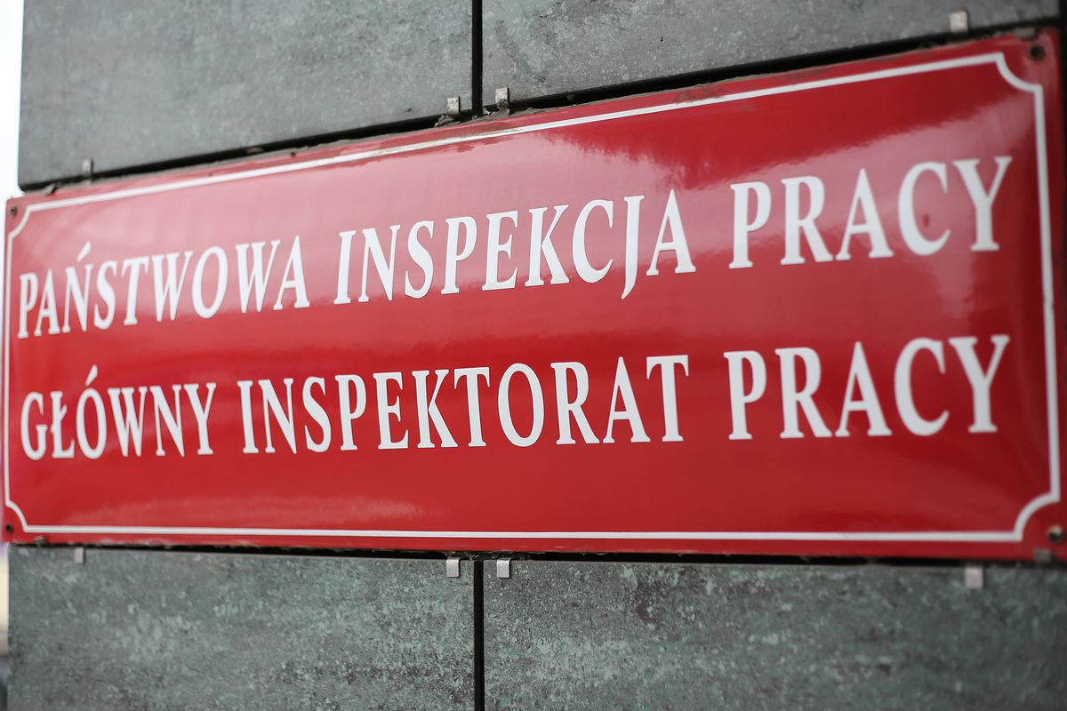 Zakaz handlu przytłoczył inspekcję pracy. Mniej kontroli w firmach