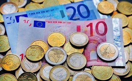 Euro spada poniżej 4,35 zł. Dalszy kierunek zależny od EBC