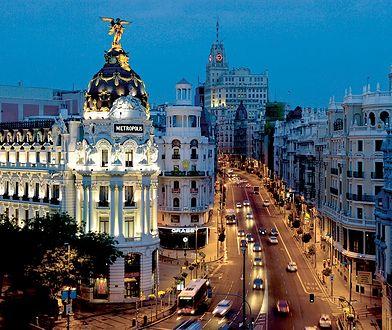 Centrum Madrytu z lotniskiem Madryt-Barajas dzieli 12 km