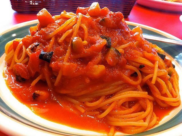 Makaron na bazie sosu pomidorowego