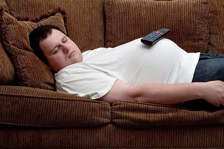 Przykłady sylwetek zdrowych i otyłych pacjentów - siedzący tryb życia