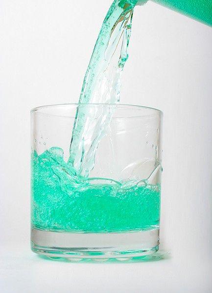 Większa ilość płynu do płukania ust na nieświeży oddech