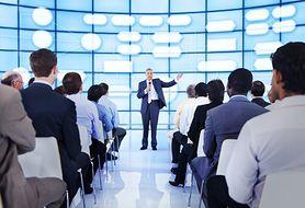 Dlaczego publiczność stresuje mówcę i co wtedy robić?