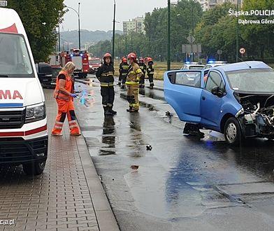 Czołowo zderzyły się dwa auta