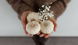 Czym pomalować ozdobne dynie? Prosty sposób na jesienną dekorację