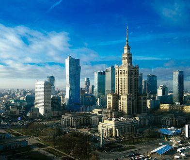 Warszawa- Aleje Jerozolimskie prawie nieprzejezdne. Zapadł się fragment drogi.