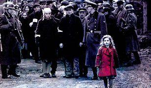 W pamiętną rolę dziewczynki w czerwonym płaszczyku wcieliła się 3-letnia Oliwia Dąbrowska