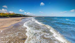 Pogoda nad morzem w najbliższy weekend zauroczy wysoką temperaturą w piątek. Długie spacery brzegiem morza zepsuje silny wiatr.