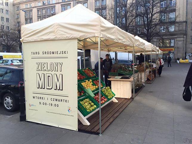 """Na pl. Konstytucji ruszył targ warzywny. """"Ceny niewygórowane"""""""