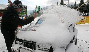 Kilkanaście kolizji po opadach śniegu na Podhalu