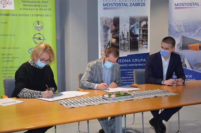 Gliwice. Dyrekcja Górnośląskiego Centrum Edukacji i Mostostalu Zabrze podpisały umowę o współpracy.