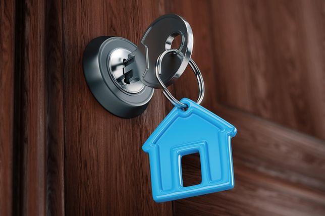 Jak zabezpieczyć pieniądze przy zakupie mieszkania? Praktyczne porady