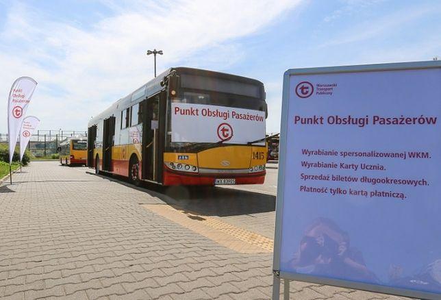 Warszawa. Na ulicach pojawiły się mobilne Punkty Obsługi Pasażerów.