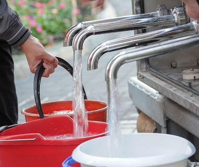 Brak wody w części Rembertowa. Podstawiono beczkowozy