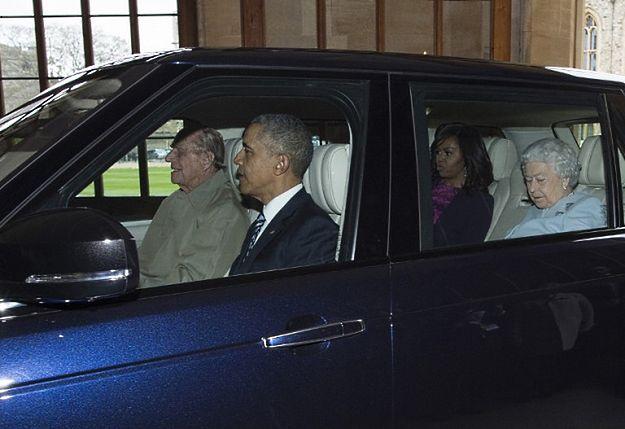Obamowie przyjęci przez Elżbietę II na zamku w Windsorze