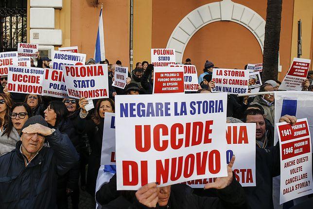 Protesty przed polskimi ambasadami we Włoszech i Izraelu