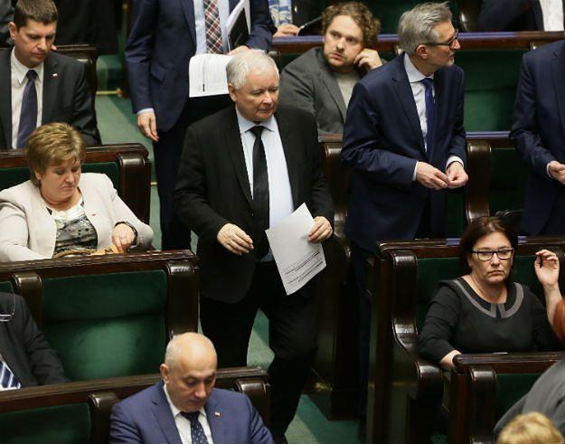 """Posłowie PiS dostali instrukcję jak komentować """"przekaz dnia"""""""