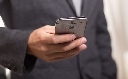 Koniec z opłatami za roaming. Padła data od kiedy