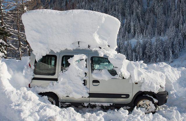 W kilka godzin spadł ponad metr śniegu - zobacz