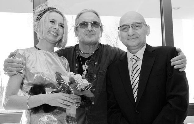 Adam Galas na swoim ślubie w 2011 roku (w środku lider Perfectu Grzegorz Markowski)