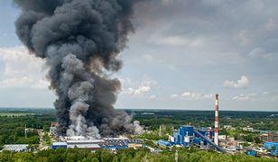 Dym nad płonącym składowiskiem w Zgierzu
