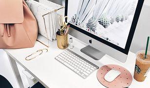 Zgodnie z zaleceniami psychologów nie powinno się przynosić pracy do domu. A dlaczego nie? W końcu to we własnych czterech kątach czujemy się najlepiej, więc może właśnie tutaj produktywność i kreatywność wzrosną, przekładając się na pożądane efekty?