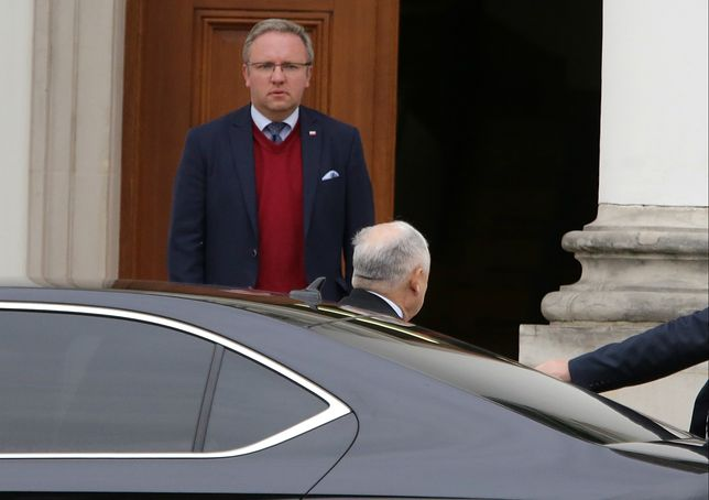 Krzysztof Szczerski wita prezesa PiS w Belwederze