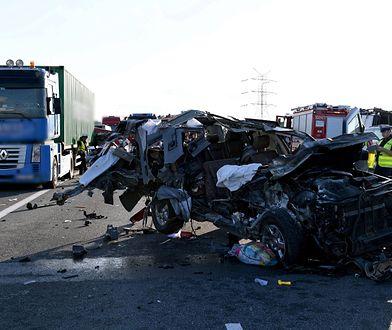 Tuż po wypadku kierowcy ruszyli pod prąd, a ratownicy nie mogli dojechać