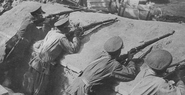 Żołnierze 7 pułku ułanów w okopach pod Belwederem podczas przewrotu majowego, 1926 r.
