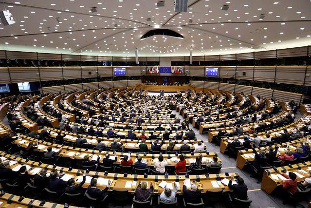 La Repubblica: eurosceptycy oszukiwali Parlament Europejski