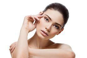 Pielęgnacja cery z zaskórnikami – jak poprawić wygląd skóry?