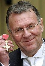 Tom Wilkinson szefem gangu
