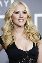 Haker przeprasza Scarlett Johansson