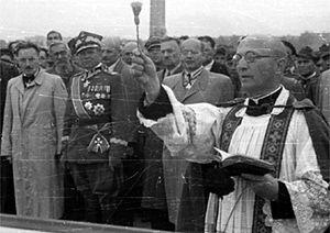 Tajemnice PRL: Przymusowa laicyzacja. Partia próbowała zastąpić Kościół
