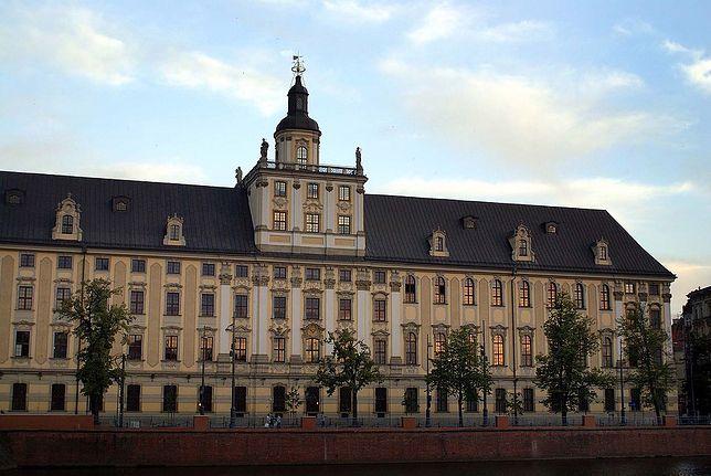 Mężczyzna spadł z tarasu Uniwersytetu Wrocławskiego. Nie żyje