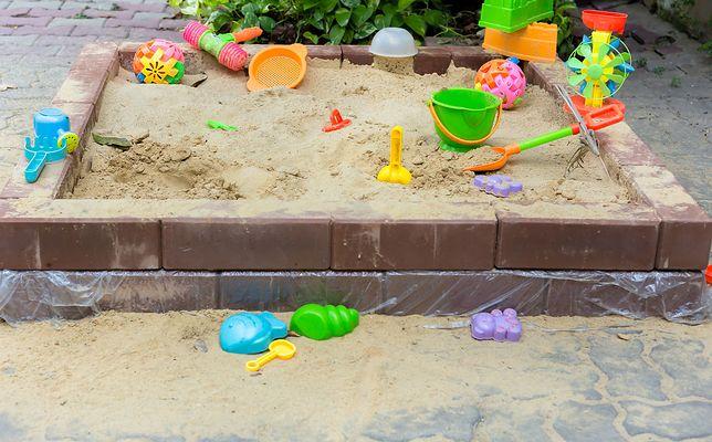 Łódzkie. 10-latek pociął twarz maluchowi w piaskownicy