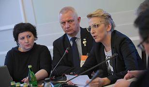 """Na sejmowej konferencji byli obecni m.in. prezes Fundacji """"Nie lękajcie się"""" Marek Lisiński i posłanka Joanna Scheuring-Wielgus"""