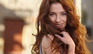 Rude włosy zachwycają kolorem i przyciągają uwagę