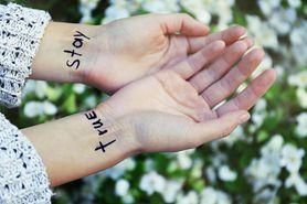 Tatuaż  na nadgarstku – charakterystyka, dla kogo, wzory, usuwanie