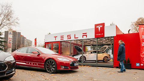 Elon Musk: ludzie w fabrykach są niezbędni, robotyzacja produkcji Tesli była błędem