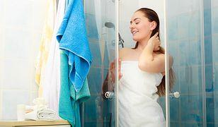 Dobry balsam lub nawilżający żel pod prysznic powinny zapobiec przesuszaniu skóry