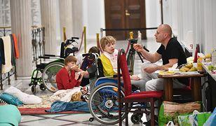 Rodzice dorosłych osób niepełnosprawnych rozpoczęli protest 18 kwietnia